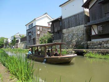 安土桃山時代に造られた八幡堀。水運が整えられることで、近江商人をはじめとする人の行き来や物流が増えることにより、町が発展しました。