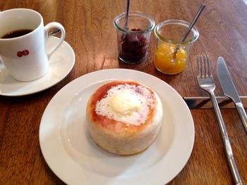 コーヒーと自家製(あんことマーマレードも)丸パンでひと休みしてもいいし…