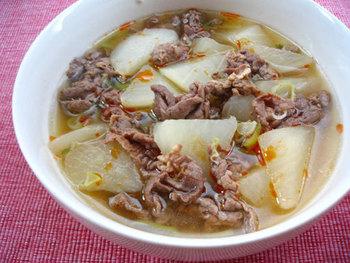 牛肉の濃厚な旨味が大根に染みこんだコクのあるスープ。食べ応えがあるので、スープを主菜にご飯と副菜だけでお腹いっぱいになります。