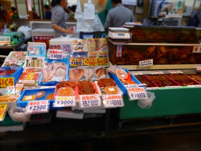 食事以外にも楽しみたいお土産選び。お店の数が多い函館朝市では、何を買おうか迷ってしまいます。その中でもおすすめのお土産をいくつかご紹介します。