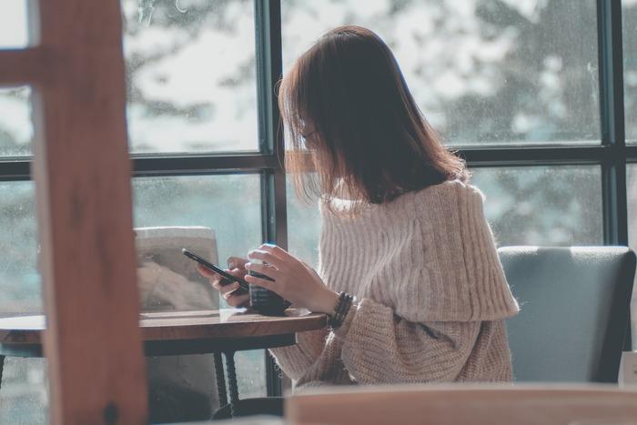 やり残していることや気がかりなことがあると、いつまでもモヤモヤとしたままです。そんなとき、一枚の紙に思っていること、考えていることをすべて書き出してみて。意外とすぐにできることが多かったりするものです。時間がかかりそうなことは小さな作業に細分化し、スキマ時間あるいはまとまった時間にスケジューリングすればOK。あとはクリアにしていくだけです。