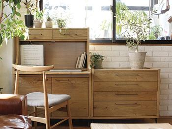 イメージができたら次は置きたい場所に置けるか、サイズ感をチェックしましょう。サイズ感は使いやすさを左右するとても重要なポイントです。置きたい家具を無理やり置くより、置きたい場所のサイズを計って、それに見合うものを探す方がおすすめです。