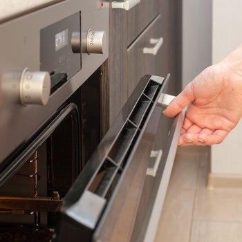 レンジ、お鍋に加えて、コンベクションオーブンでの調理も可能です。お肉やお魚など、均一にゆっくりと加熱されます。