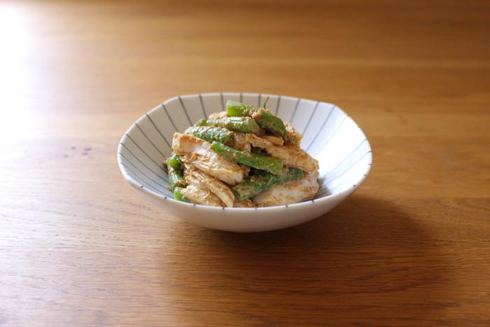 ごまを使ったお料理といえば、真っ先に思い浮かぶのはやっぱりごま和えですよね。サラダチキンも合わせればボリュームもアップします。ごま和えのたれには少量の味噌を加えるとコクと旨味が増すそうですよ。