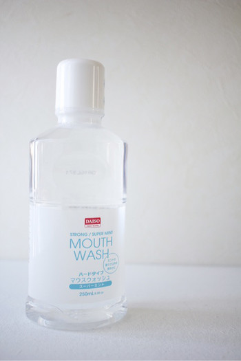 いつも当たり前に行っている食後の歯磨きですが、非常時にはできない場合も。口の中でゆすぐだけで雑菌を抑えてくれるマウスウォッシュで口内を清潔に。