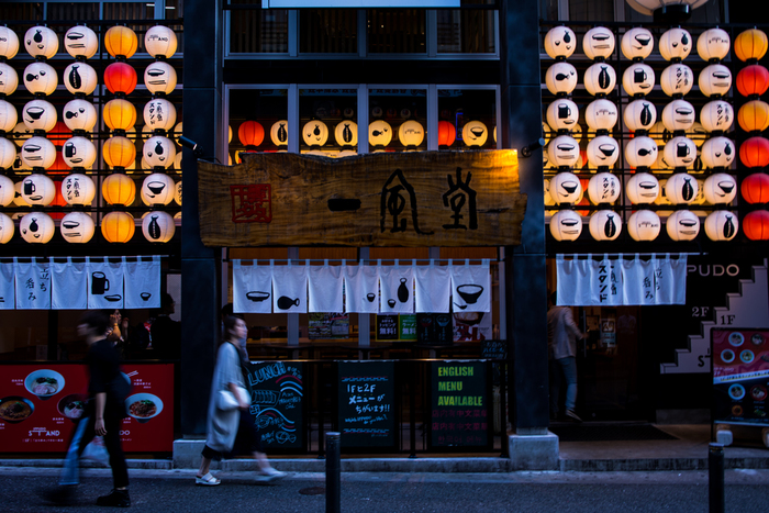 福岡天神の観光スポットやおしゃれなカフェをご紹介してきましたが、いかがでしたか? 買い物だけでなく、お祭りや観光、イベントも楽しめる福岡の中心街である天神。 交通アクセスが抜群に良い場所でもあるので、ぜひ各地方や魅力溢れる九州の他県も合わせて観光してみてくださいね!