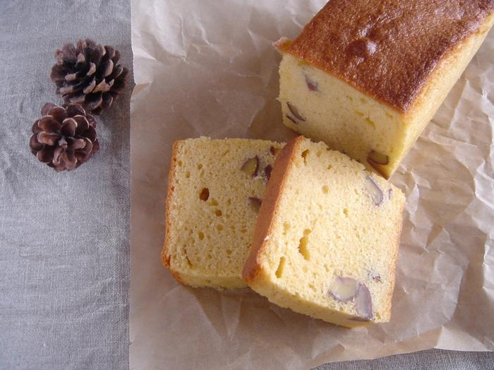 定番の栗のケーキも、渋皮煮を使うと切り口の表れる栗が目立ってよりおいしそうに見えます。ラム酒の香りがポイントですが、お酒が苦手な場合はバニラなどに変えるのもおすすめです。