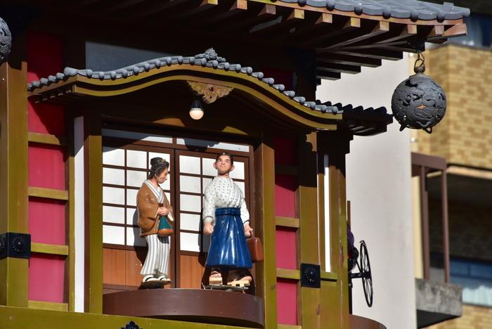 小説の中で坊っちゃんは松山を「東京の足元にも及ばない」などと嘲りますが、そこには逆に、漱石の松山への愛が見え隠れしているようです。 坊っちゃんが見た松山は、どんなところだったのでしょう?本を片手に『坊っちゃん』に登場する松山の地を巡ってみましょう。