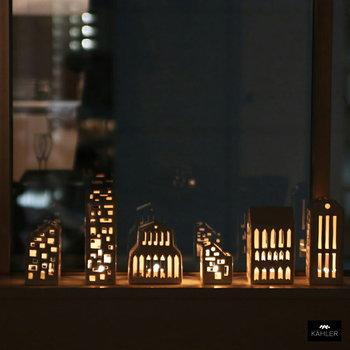 デンマークの街並みを表現したロマンティックなキャンドルホルダー。デンマークの革新的ブランド「ケーラー(Kahler)」のアーバニア(ubania)です。いくつか組み合わせると、より街らしさをデザインできます。ドロマイトという鉱石でできているとか。