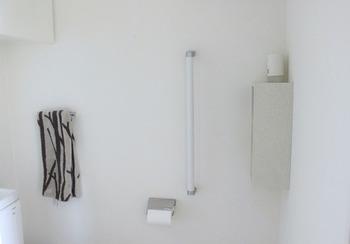 棚は、縦にも横にも設置することが出来るのも嬉しいポイント! 壁の隅っこに付けることで、目立たず、さりげない存在感をキープ。