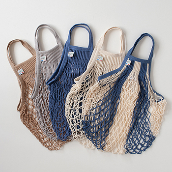 こちらのフランス生まれの使えるネットバッグは、ナチュラルなカラーが優し気。 トイレにさりげないアクセントをプラスしてくれそうです…。