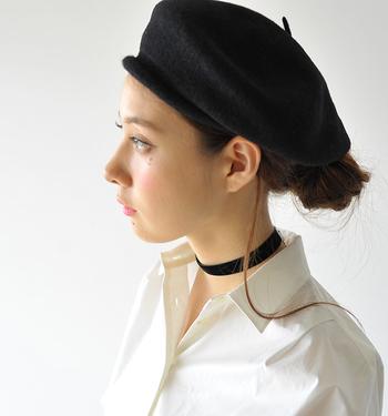 ほんのりモードな感じにしたいなら、長い髪を一束残しておくのが◎。シンプルなヘアアレンジが、ちょっぴり個性的に仕上がります♪