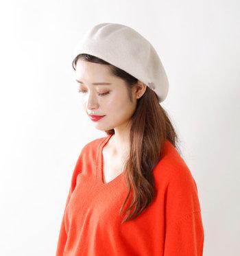 前髪をベレー帽の中に入れ込むと清潔感たっぷり♪聡明で凛とした女性像を体現できます。