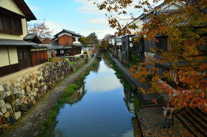 歴史情緒溢れる街並みとともに、四季折々の景色を楽しめる自然豊かな近江八幡。琵琶湖のほとりの街にぜひ訪れてみてくださいね。