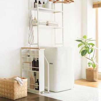洗濯機の横に置けるおしゃれなスリムワゴン、タオルハンガー、ランドリーバスケットなど。同じシリーズで揃えると、より統一感のあるコーディネートに。おしゃれなデザインと実用性を兼ね備えた「tower」シリーズで、サニタリールームを快適な空間に変えてみませんか。