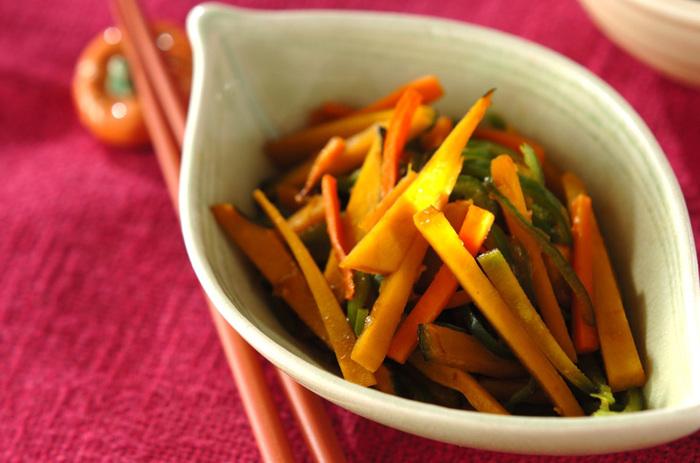 残り野菜を組み合わせて作れるきんぴらにもかぼちゃをプラス。歯ごたえを大事にしたいので、炒めすぎずに仕上げるのがポイントです。好みの野菜でアレンジしても◎