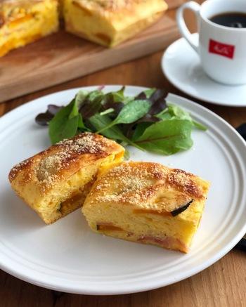 食事にもなる甘くないケークサレを、ホットケーキミックスで手軽に♪きれいに型で焼けばおもてなしにもぴったりのキレイな色合いですね。粉チーズのコクでより風味豊かに仕上げましょう。