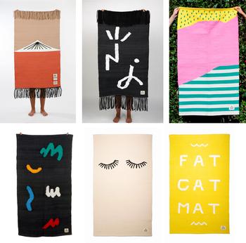セリアが作るラグは、カラフルで自由。典型的なポルトガルのラグを新しく楽しいものにした「GUR(グール)」。  コラボしたイラストレーターやアーティストのデザインを、ラグにレイアウトして織り込んでいます。  写真/セリア・エステヴェシュが製作した「GUR」のラグたち