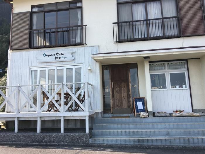赤沢海岸のそばにある「Organic Cafe M2(オーガニックカフェ エムニ)」は、その名の通りオーガニック料理が評判のカフェです。