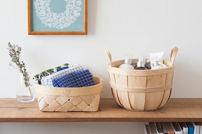 木肌が美しく、ナチュラルな雰囲気いっぱいの北欧のバスケットは、そこにあるだけで、心和む空間に…。 汚れるイメージや、お部屋の延長として考えにくいイメージがあるトイレですが、こんな素敵なバスケットで空間を素敵に演出すれば、トイレに行くのが、なんだか楽しみになりそうです…。 例えば、手を拭くためのタオルやクロスも、畳んでカゴに並べて置くだけで、清潔に使えて、来客時の印象もワンランクアップするハズ。