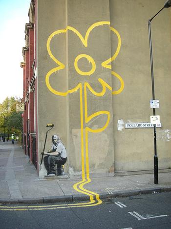 ストリートカルチャーの一つのグラフィティーアートは、いわゆるオークションなどで扱われる正統派のアート業界と関わることはあまりありませんでした。ところがその常識が覆されたアーティストがバンクシーなのです。