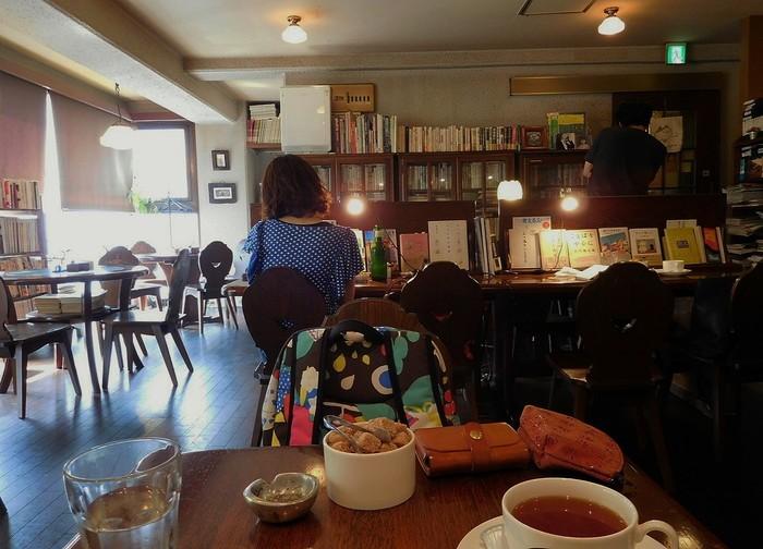 """本とおいしいごはんとスイーツのある""""独り時間 """"。「キイトス茶房 神楽坂」にて。"""