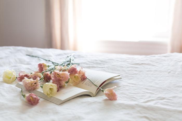 朝、気持ちよくベッドメイキングしておくことで、疲れて帰ってきた日にも、整えられたベッドが気持ちよく出迎えてくれます。きっと夜もぐっすり心地よく眠りにつけるはずです。