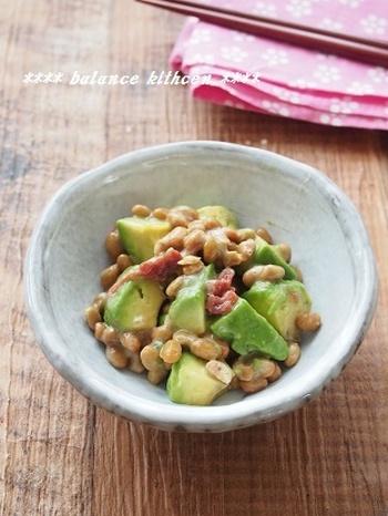 梅のすっぱさとアボカドのクリーミーが混ざり合い、絶妙な味わいは、ご飯ともよく合います。