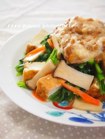 納豆に大根おろしを加えてさっぱり&とろとろに仕上げたソースがポイントです。 ボリュームのある厚揚げを使い、生姜風味をきかせた一品は、食べ応えもバッチリです。
