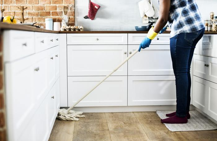 普段から掃除はしていても、ちょっと気になっている手付かずの箇所はないでしょうか?そんな場所の掃除やお手入れは、寒すぎず暑すぎず気候的にも丁度いい「秋」にしておく事をおすすめします。季節の変わり目ならではのメリットもあるんですよ。今回は、秋のプレ大掃除で押さえておきたい場所と掃除術をご紹介します。