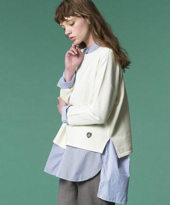高品質な『オーシバル』のニット。密度が高くしっかりとした編地で、長く着られます。丈が短めなので裾からシャツを出したり、いろんな着こなしができます。