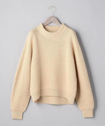 フランス語で「一本の糸」を意味するブランド名の『アンフィル』。シンプルで着心地が良い特別なニットです。