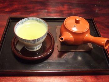 飲みものではコーヒー、紅茶のほか、急須でサービスされる煎茶が(アイスもあり)。