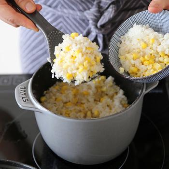 カラーはグレーとブラックがありサイズは1合のSと、2合のお米が炊けるMの2種類。また、こちらはご飯を炊くだけでなく、鍋としてスープなど他の料理にも使えるので、1つあるととっても重宝しそう。