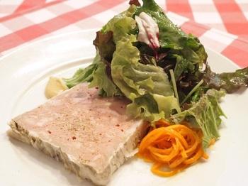 前菜『鴨のリエット』。 主菜クラスのヴォリュームは画像ではわかりません。