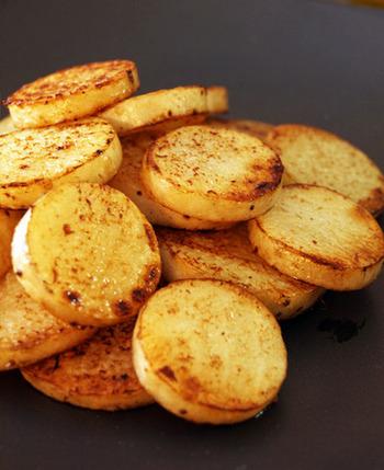 火を通すことでほくほくした食感になる山芋には老化防止や滋養強壮に効果ができるありがたい食材です。すったり、刻んだり、焼いたり様々な食感を楽しんでみて下さいね。