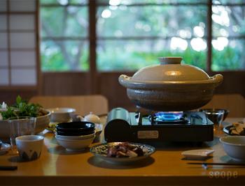 お鍋を囲む機会も増えてくる11月の旬食材は、白菜に春菊など、お鍋むきの野菜も豊富。