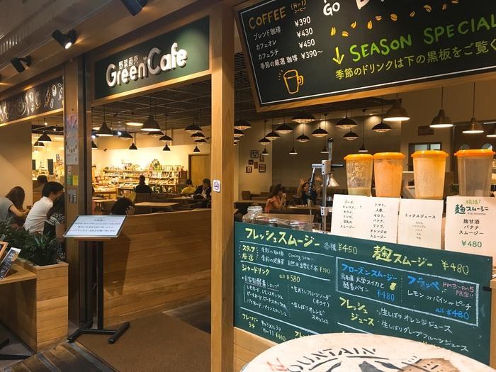 OCATモール内の、野菜直売所が併設された自然派カフェ。旬の新鮮な食材を使った大人気のヘルシーな料理がいただけるお店です。