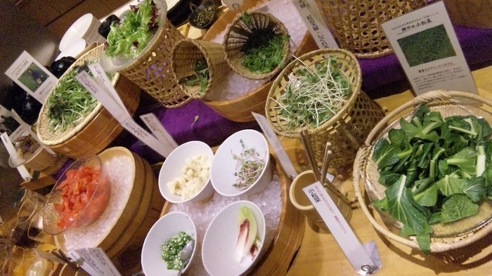 なんばパークス内にあるレストラン「菜蒔季」。化学調味料や合成添加物をできるだけ使わない四季折々の食材をたっぷり使った、自然食バイキングのお店です。