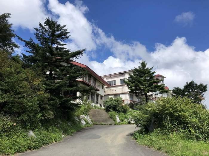 高知県と愛媛県の県境、高知県高岡郡津野町にあるのが「天狗荘」です。天狗高原にある宿泊施設として有名なんですよ。