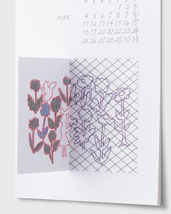 アートを楽しむようにカレンダーを飾りたい。そんな方へのおすすめが「キオクノトビラ」。クリエイター・渡邉良重氏が、幼少期の記憶を辿って描いた繊細なイラストが12ヵ月楽しめます。
