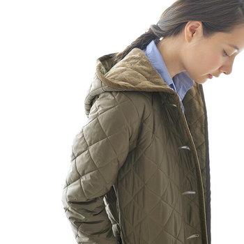 モコモコとかわいいのに、機能性もしっかりと兼ね備えているんです。「キルティングコート」の憧れブランドと、素敵な着こなしをコートのタイプ別にご紹介します。