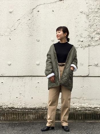 お尻が隠れるくらいの長さのコートはワイドパンツとの相性が良く、バランスの良い着こなしが作れます。