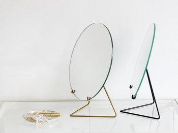 毎日当たり前のように見ている鏡も、デザインにこだわれば新鮮な気持ちで鏡を覗きたくなるのではないでしょうか。 ぜひお気に入りの鏡をゲットして、身だしなみタイムをもっと楽しんでみてくださいね♪