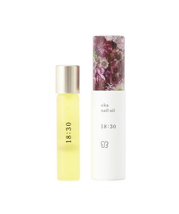 オーガニック素材でできた<uka(ウカ)>は、時間が商品名というユニークなネイルオイル。爪に塗るたびにアロマの香りで気分が癒されます。他にも時間ごとに様々な香りのラインナップがあります。