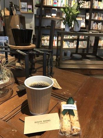 メニューはコーヒーとビスコッティなど軽いものが中心。豆は、清澄白河の自家焙煎店「ARiSE」から取り寄せているとか。