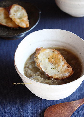 通常のオニオングラタンスープよりも、コクがあって食べごたえ十分。ゴボウのいい香りも食欲をそそりますよ。