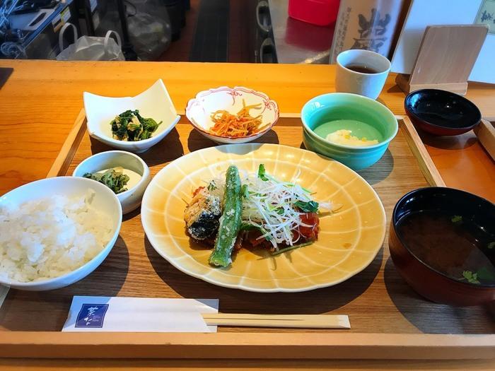 ランチは、「本日のおすすめ御膳」や「日替わり御膳」や、お蕎麦などほっとできる和食を味わえます。ひとり静かに過ごすランチにも良さそうなお店です。