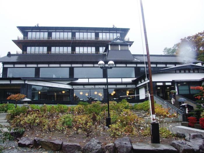 JR小樽駅から車で10分ほどのところにある、小樽貴賓館。ニシン漁で財を築いた青山家が建てた豪邸です。敷地内の旧青山別邸は、国の登録有形文化財に指定されています。