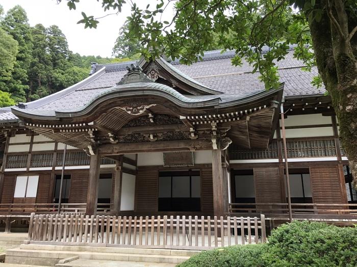 福井県吉田郡永平寺町にある永平寺は、道元禅師によって開創された出家参禅の道場です。